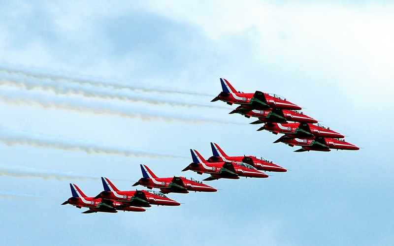 Red arrows in sky above Farnborough