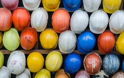 A variety of construction helmets in different colours